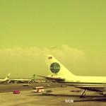 ボーイングB707の列 パンアメリカン航空とキャセイパシフィック航空のボーイングB707。手前はパンアメリカン航空のボーイングB747。1974年(昭和49年)。(森)