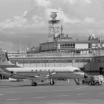 東亜国内航空のYS-11と羽田ターミナル 1972年(昭和47年)。(今)