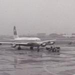 スイス航空のコンベアCV-880とデ・ハビランドDH.114へロン(藤田航空?)  1961年(昭和36年)。(梅)