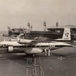 日本国内航空のノール262 フランス製の機体で、主として伊丹を中心に飛んでいた。1965年(昭和40年)頃。(小)