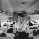 日本航空のダグラスDC-4機内 扇風機が付いています。1959年(昭和34年)。(福)