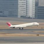 日本航空のマクダネル・ダグラスMD-90 退役近い時期。2013年(平成24年)。(坂)