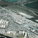 羽田空港全景 1974年(昭和49年) B滑走路の延伸工事が進んでいます。(空港ビル㈱絵はがき)