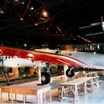 航研機(青森県立三沢航空科学館所蔵・復元機) 1938年(昭和13年)5月13日木更津飛行場を離陸して関東上空を周回。62時間22分飛行し、距離10,651.011km、1万km周回速度186.192km/hの二つの世界記録を樹立。同機は戦後、進駐軍により羽田空港の鴨池に投棄され埋め立てられた。
