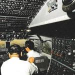 ボーイングB747-300シリーズの操縦席 (日本航空絵はがき)