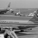 全日空のボーイングB737、フォッカーF-27フレンドシップと日本航空のボーイングB747 1972年(昭和47年)。(今)