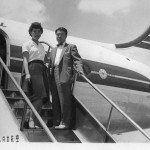 日本航空のダグラスDC-4のタラップで 1959年(昭和34年)。(福)