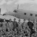 MC-20の前で 整備完了の記念写真。1940年(昭和15年)頃の写真。