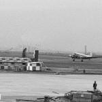 R/W22(B滑走路)から離陸する全日空のダグラスDC-3貨物機