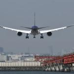 C滑走路に進入する全日本空輸のボーイング787。ボーイング787は全日本空輸がローンチングカスタマーとして開発が始まり、2011年に就航した。